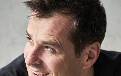 Klassik-Pop-et cetera im Radio Deutschlandfunk: Der Bariton Holger Falk